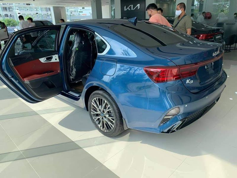Close-up of Kia K3 present at the dealer, people riot because of a confusing detail 4