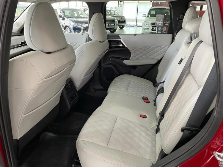Preview real photos of Mitsubishi Outlander 2022 coming to Vietnam: A comprehensive breakthrough in the interior