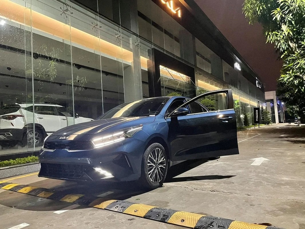 Hottest car news October 6: Leaking specifications and prices of Kia Carnival 2022;  Close-up of Kia K3 5