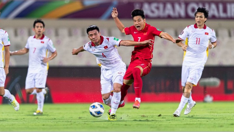Losing on a winning streak against China, the Vietnamese team was encouraged by Thai fans 2