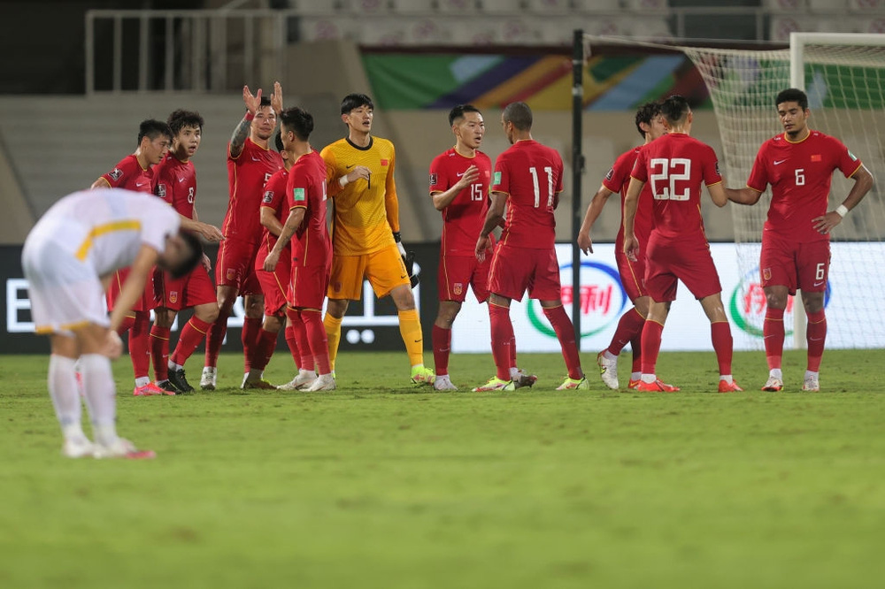 Losing on a winning streak against China, the Vietnamese team was encouraged by Thai fans 4