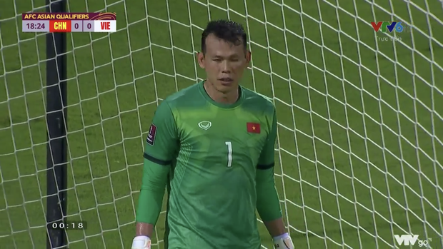 Attacked by aggressive netizens after the Vietnam - China match, goalkeeper Tan Truong officially spoke out 3