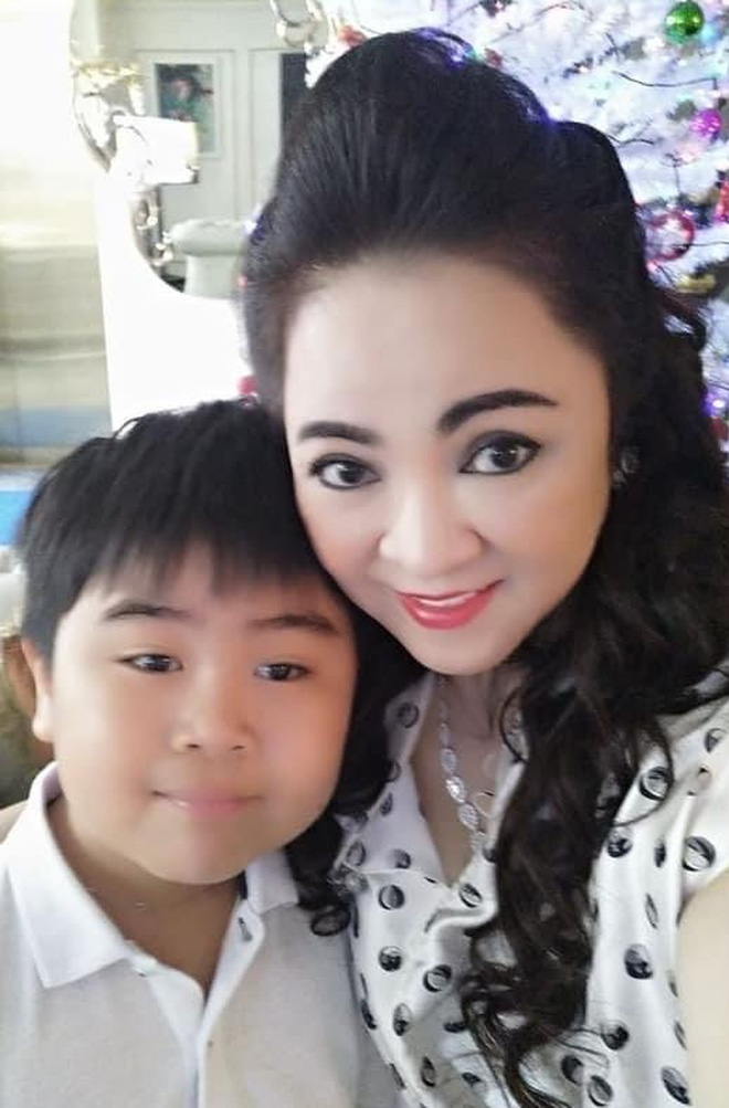 Phuong Hang's son accidentally revealed a secret in the family 4