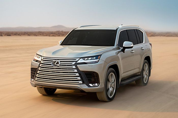 Admire the all-new Lexus LX 600, a luxury car that replaces the LX 570 4