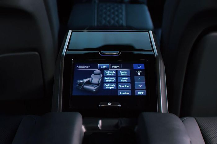 Admire the all-new Lexus LX 600, a luxury car that replaces the LX 570 8