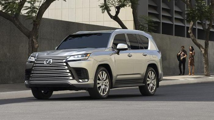 Admire the all-new Lexus LX 600, a luxury car that replaces the LX 570 1