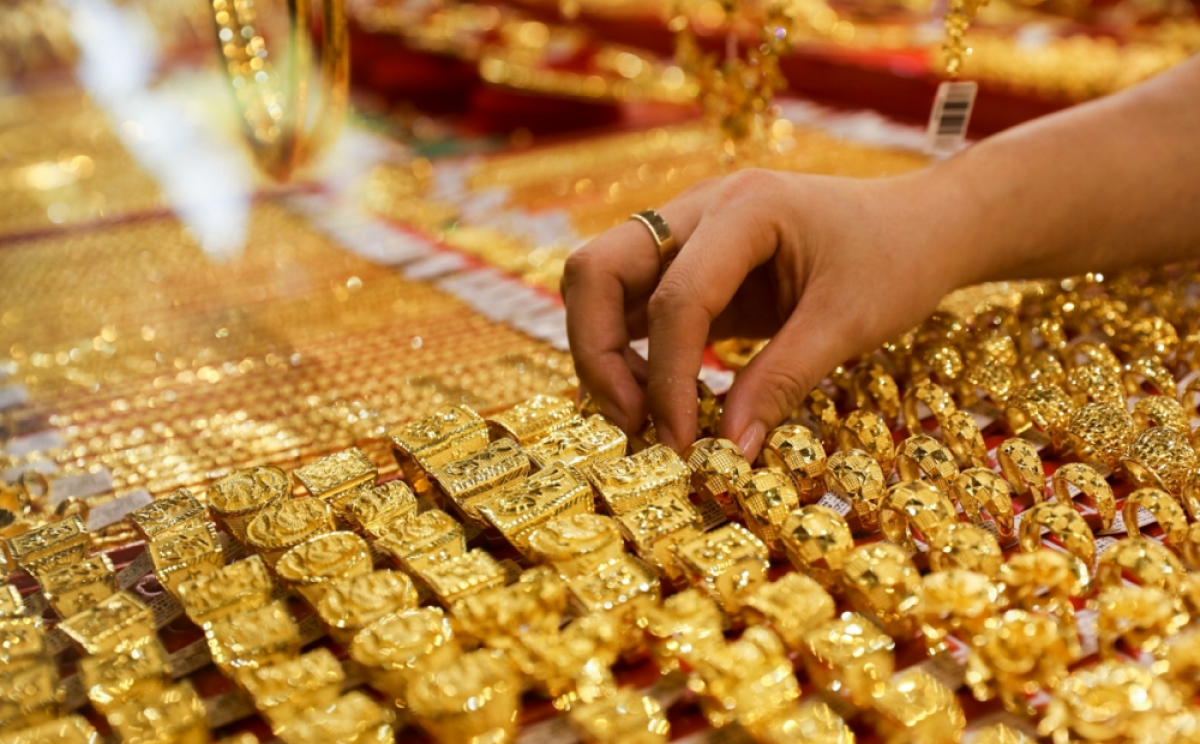Business News 24h on 10/10: Gold price fluctuates, Bitcoin price tends to increase 'terrible' 1