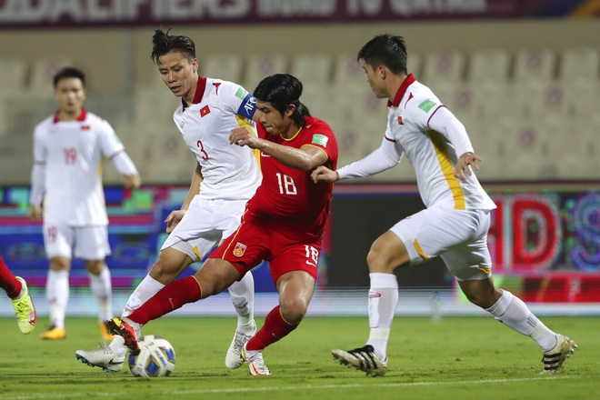 Captain Que Ngoc Hai missed the training session, the risk of injury before the match against Oman 2