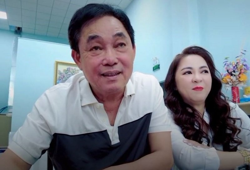 Ms. Phuong Hang asked Mr. Dung directly about the love story after eavesdropping on the phone 1