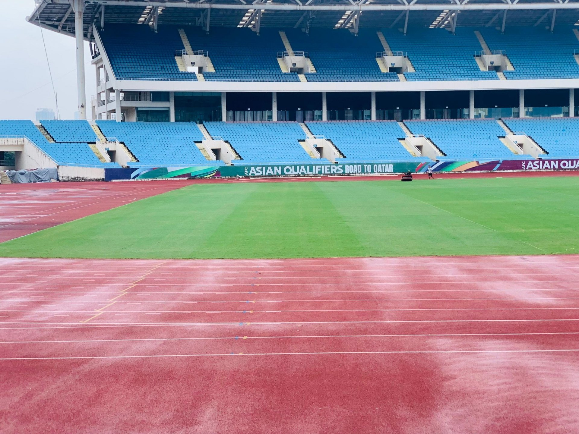 My Dinh Stadium is green with new grass, racing to upgrade with Lach Tray Stadium, waiting for the decision of AFC 1