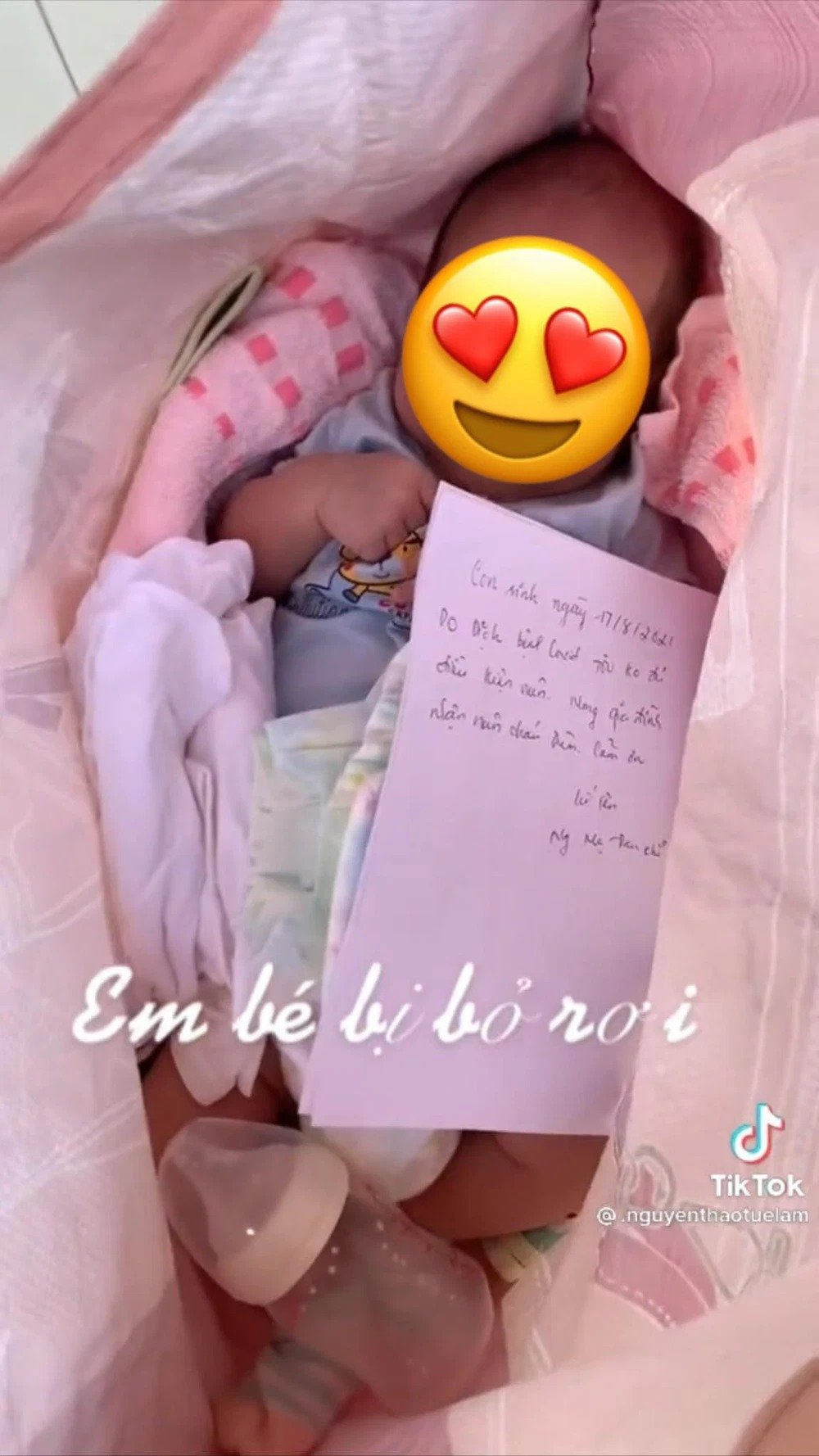 Newborn baby lying 'in a bag', attached with a 'painful' letter, but the ending is surprising 1