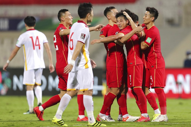 The Chinese team was flooded with bonuses, Wu Lei received a hot 1 billion dong thanks to scoring Vietnam 1